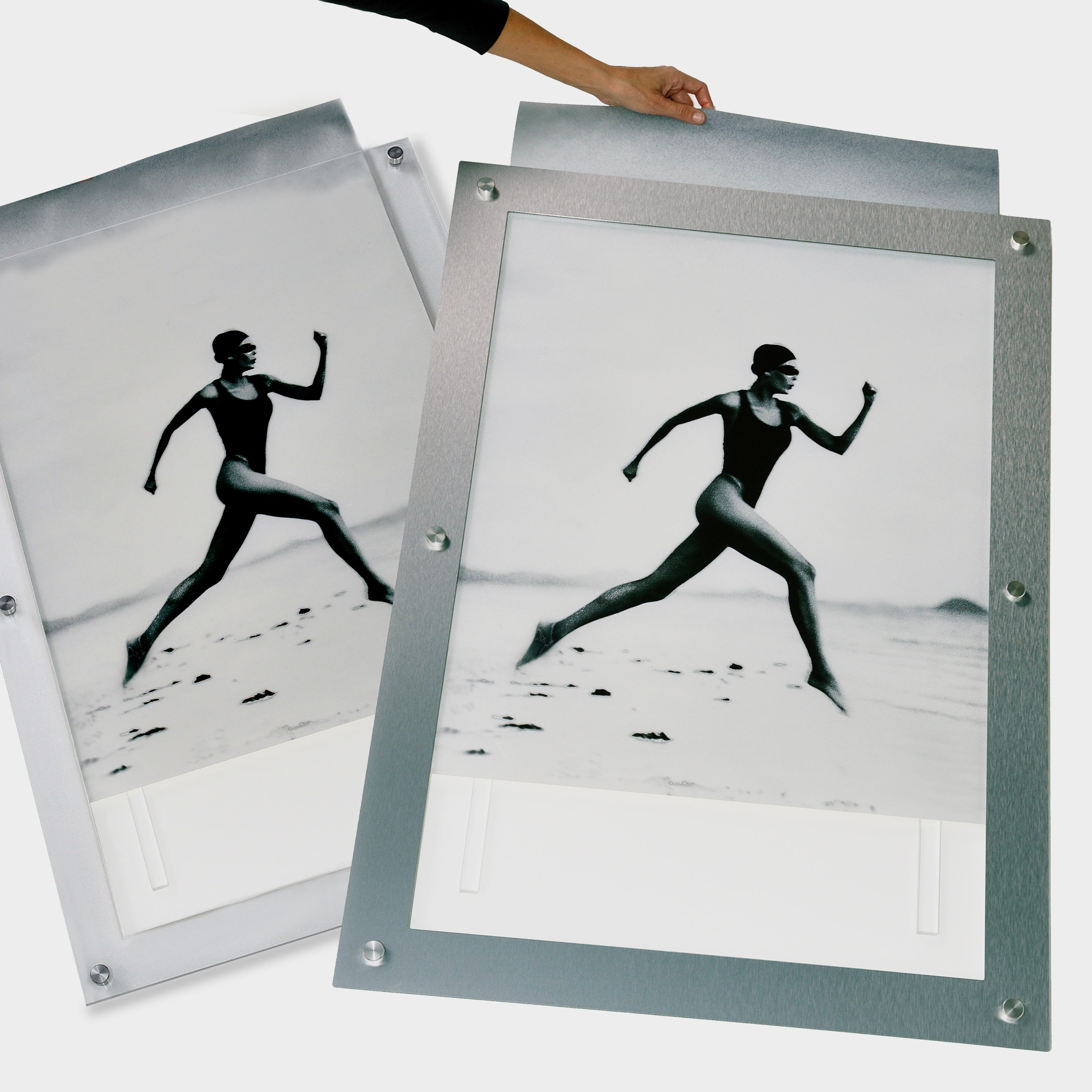 CUSTOMIZE YOUR IMAGE DISPLAY AND SIGNAGE SOLUTIONS